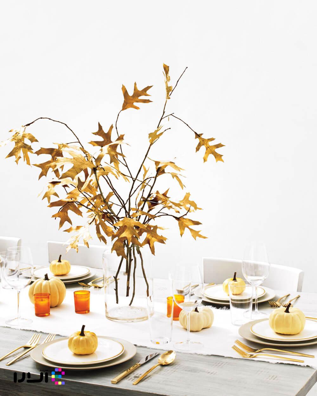 گلدان با برگ های پاییزی